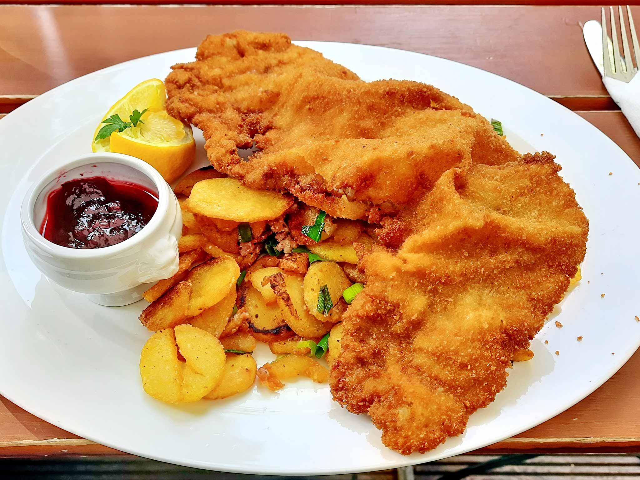 Cafe Walker Ueberlingen Bodensee Wiener Schnitzel